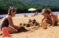 +Hola¿Quieres ser mi amiga? -Claro! +Entonces,vayamos a la orilla y construyamos castillos de arena