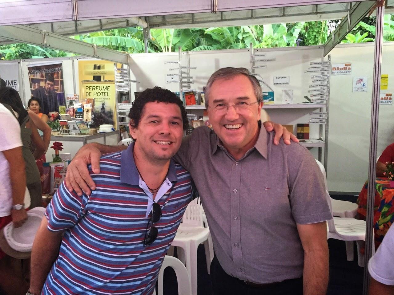 Eu e Laurentino Gomes, na FLIMAR.