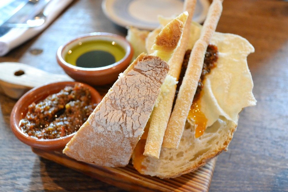Jamie's Italian Glasgow artisan breads with dips