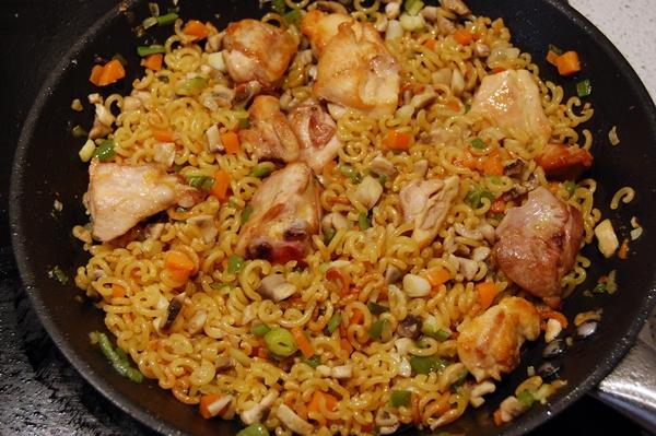 Fideu de pollo y verduras paso a paso receta de sergio for Como hacer paella de verduras
