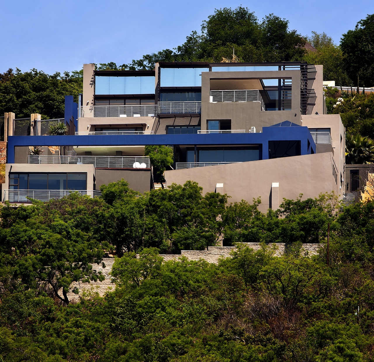 Modern Cabinet: Mansion Houses As Castles Of 21st Century