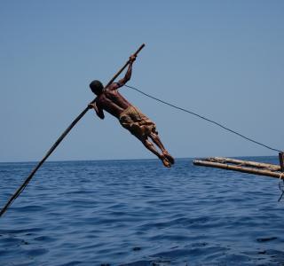 Tradisi Menangkap Ikan Paus Suku Lamalera