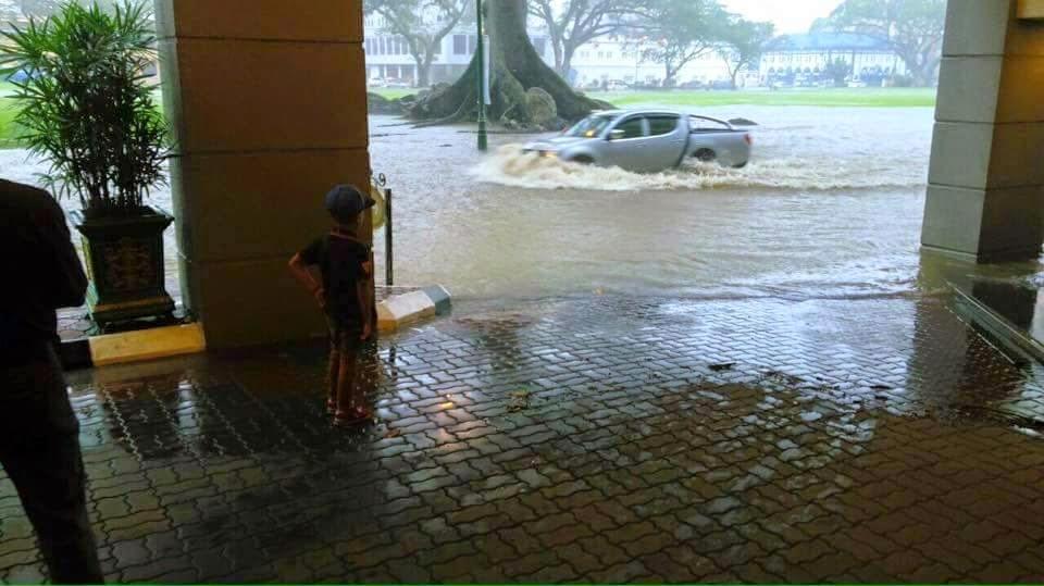 Gambar Banjir Kilat Di Kuching 18 Feb 2015