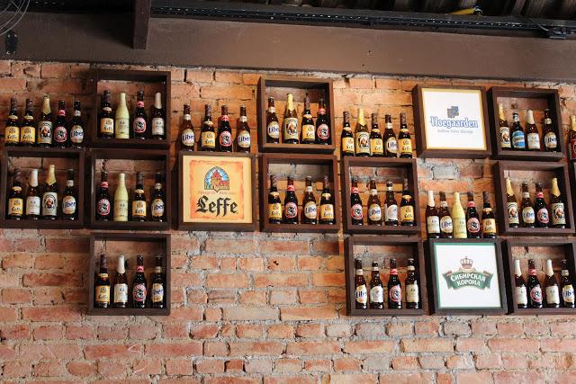 Loucuras de uma constru o prateleira para bar for Mobiliario rustico para bares