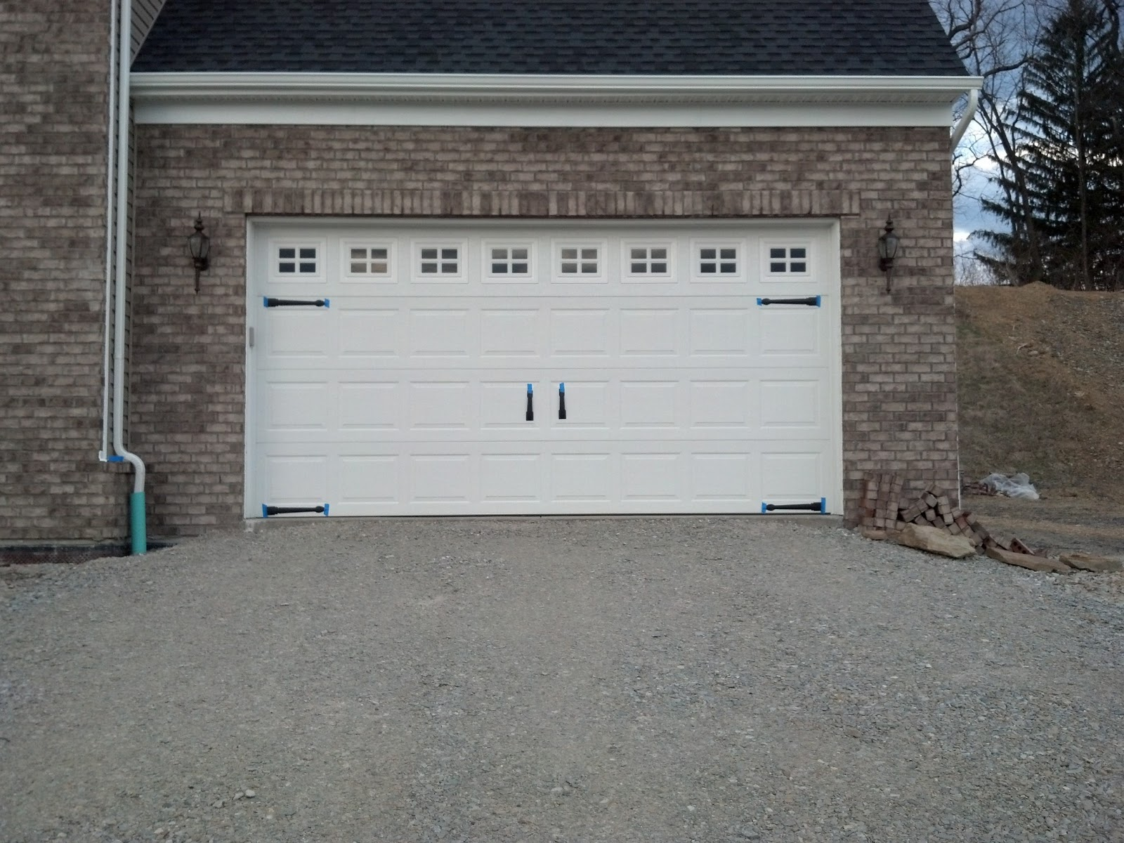 Savoy ryan home shutters vs no shutters garage for Home hardware garages
