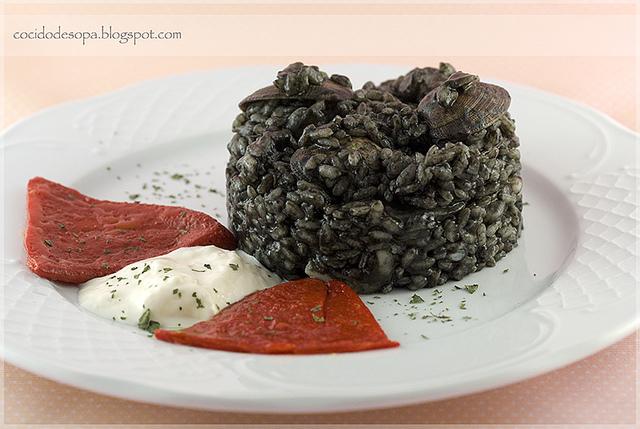 Arroz negro con sepia almejas y gambas the spanish food - Arroz con gambas y almejas ...
