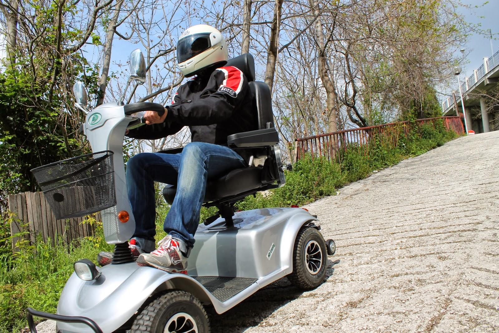Sedie A Rotelle Leggere : Le sedie a rotelle elettriche e carrozzine elettriche ausilio