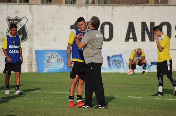 Mesmo com sequência negativa, Toninho Cecílio acredita que o ABC pode surpreender (Foto: Divulgação/ABC)