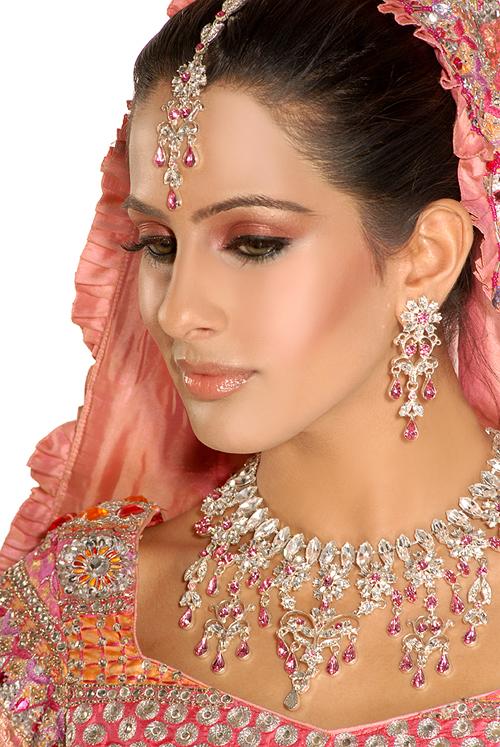 Traditional Bridal Makeup : Traditional Indian Bridal Makeup - Global Women Panel