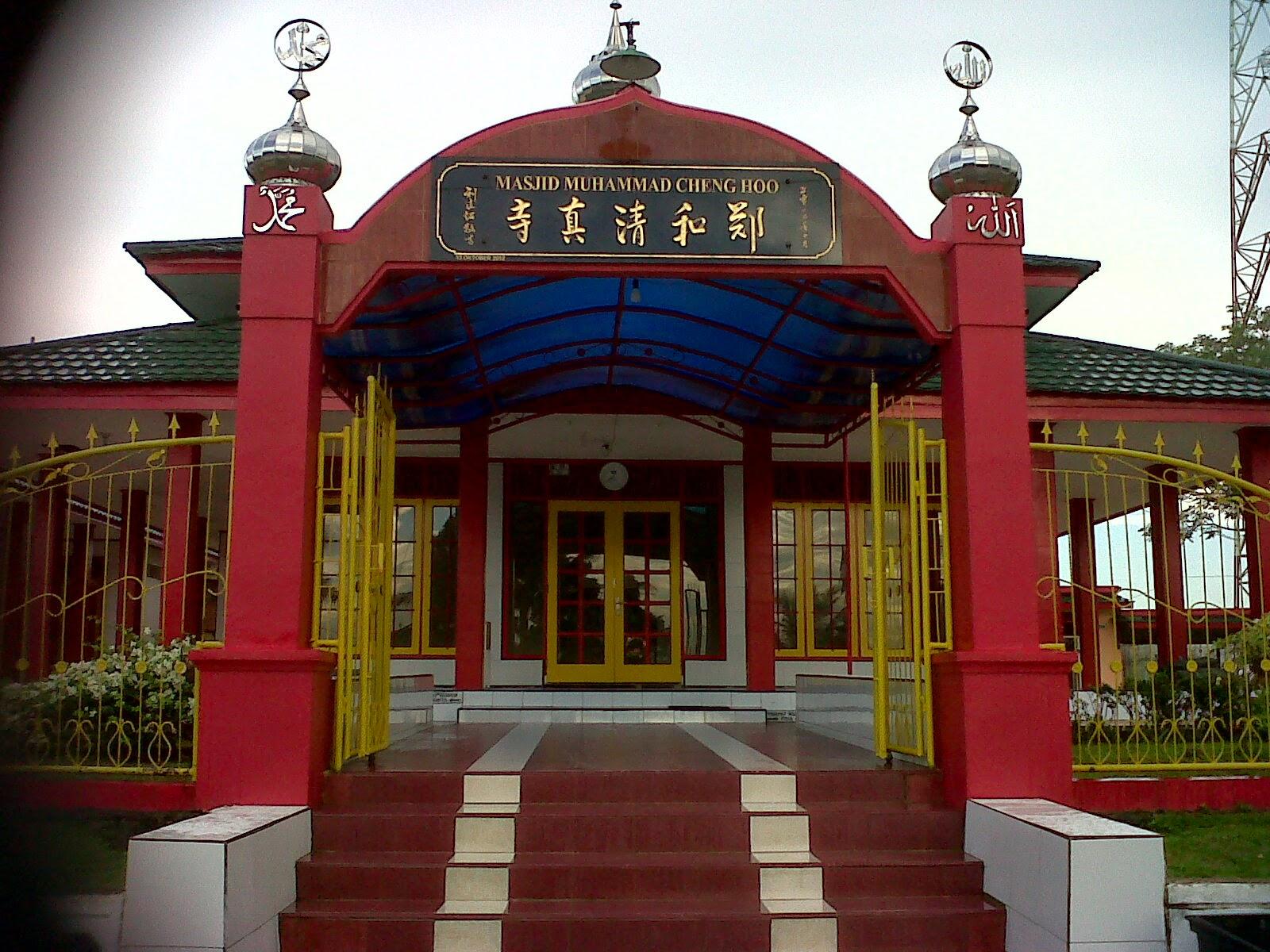Bangunan Masjid Chengho ini tidak terlalu besar Masjid dibangun dilahan yang cukup luas terletak di Desa Batuah Kelurahan Loa Janan Kabupaten Kutai Karta