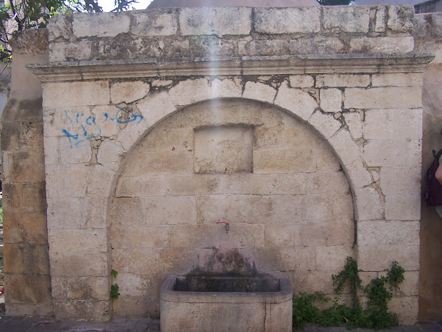 Kara Musa Paşa Camisi önündeki çeşme; Resmo