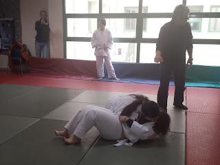 Ζευγάρι κοριτσιών σε αγώνα judo
