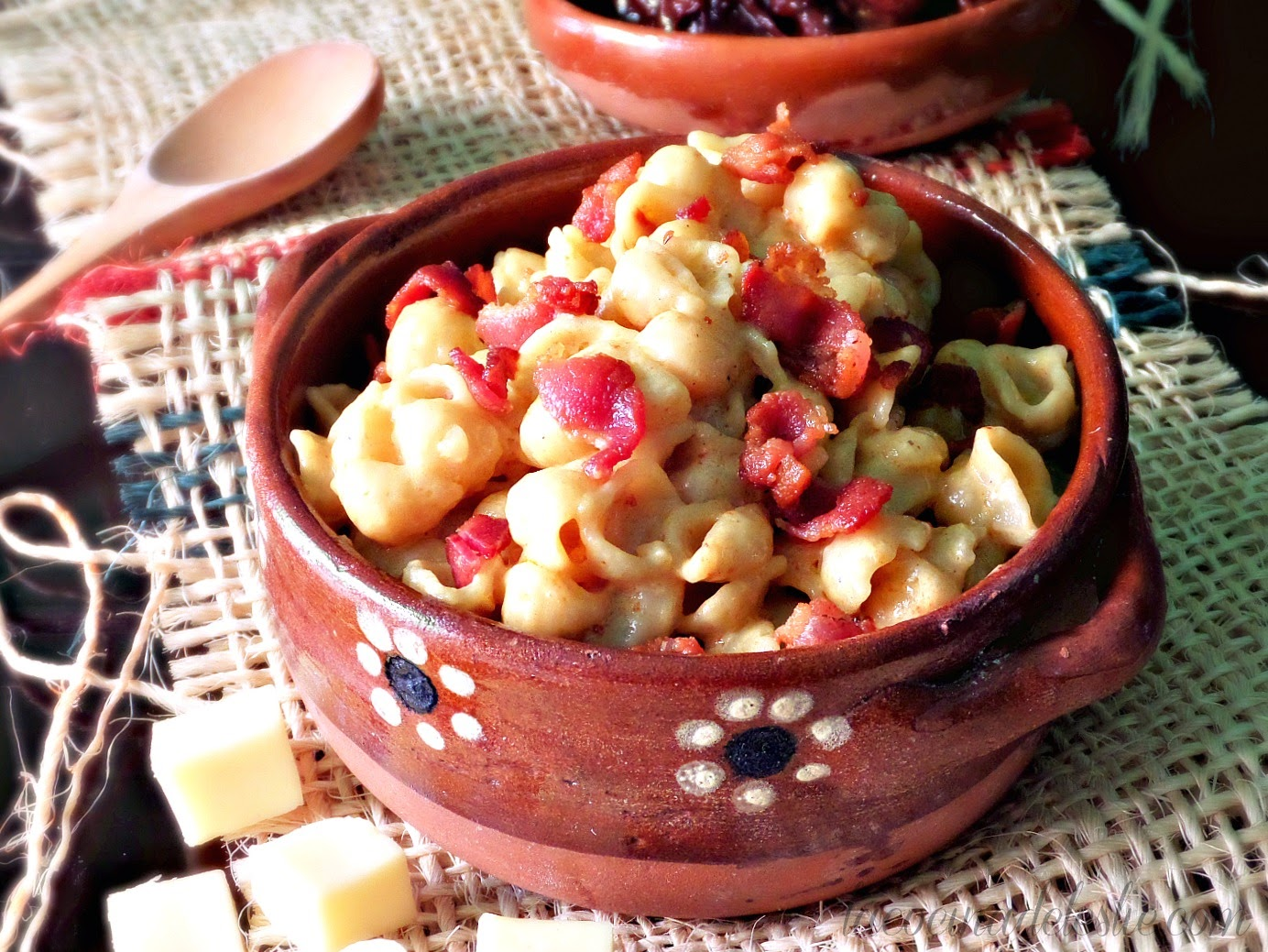 Homemade Macaroni & Cheese with Bacon and Chipotle - lacocinadeleslie.com