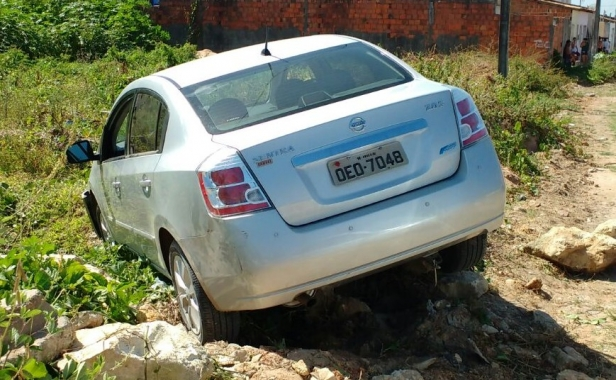 Polícia recupera veículo com restrição de roubo e furto em São Cristóvão