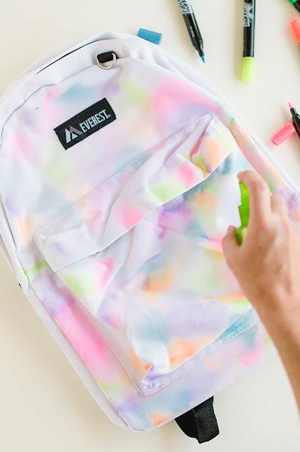 projecto-diy-reciclar-mochila-pintar-efeito-aquarela