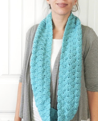 free crochet shell infinity scarf pattern