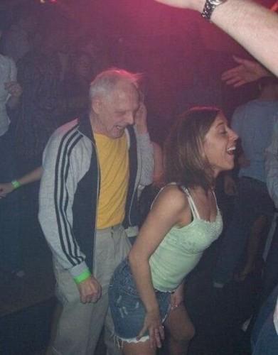 Местные мужики трахают на дискотеке пьяных телочек 80