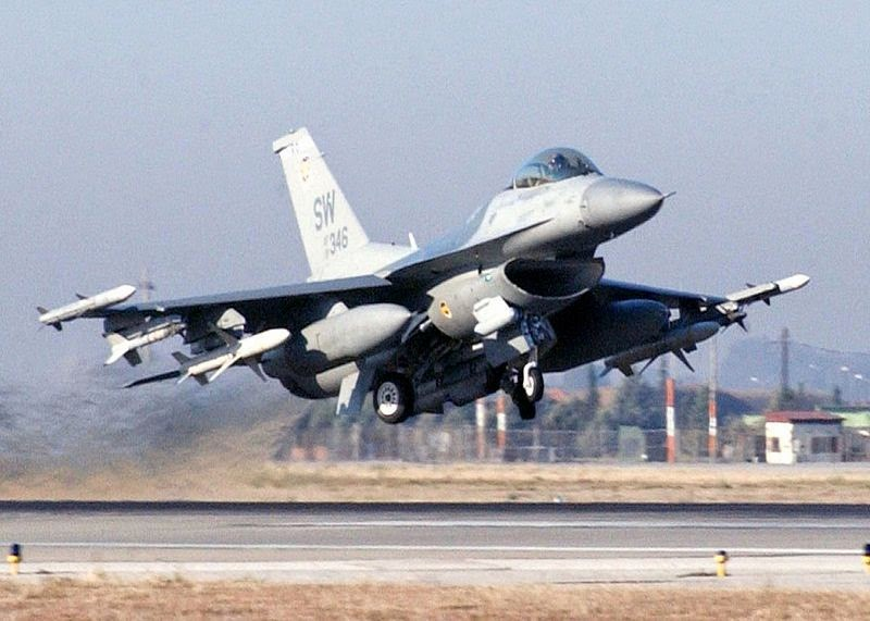 F-16 CJ Fighting Falcon on takeoff