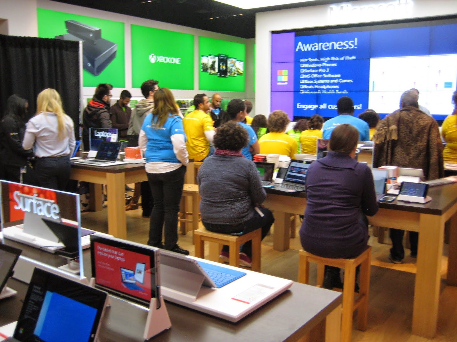 Building 92 microsoft store - The Biggest Event In Bethesda Today Is The Grand Opening Of The New Microsoft Store At Westfield Montgomery Mall If You Are One Of The First 200 People In