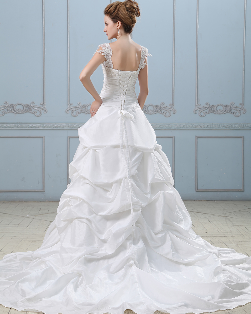 Wedding Dresses With Sleeves And Long Train