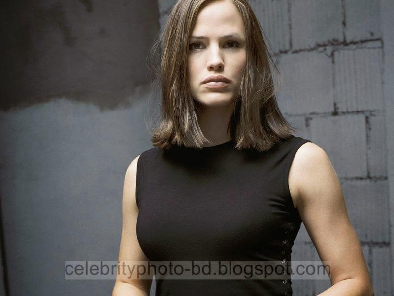 Jennifer+Garner+Latest+Hot+Photos+With+Short+Biography011