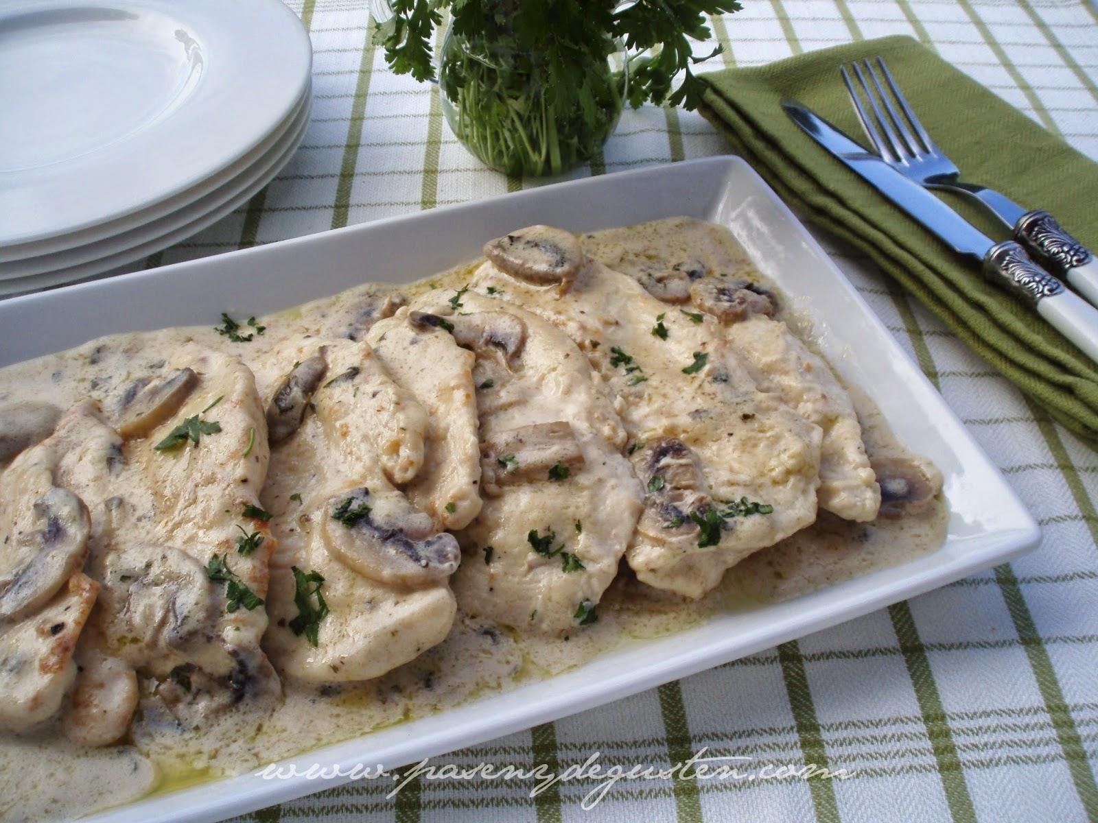 Pasen y degusten filetes de pollo en salsa con champi ones - Platos con pechuga de pollo ...