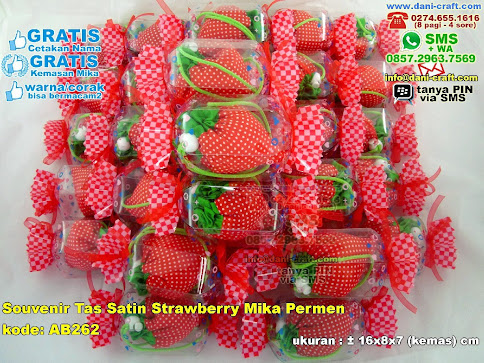 Souvenir Tas Satin Strawberry Mika Permen