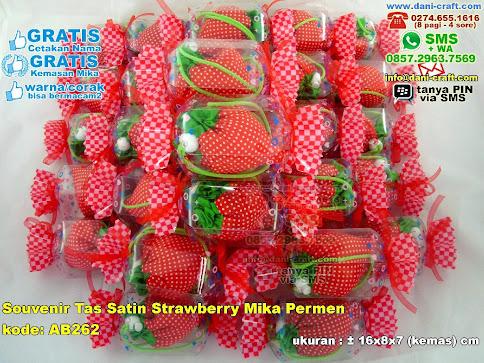 Souvenir Tas Satin Strawberry Mika Permen