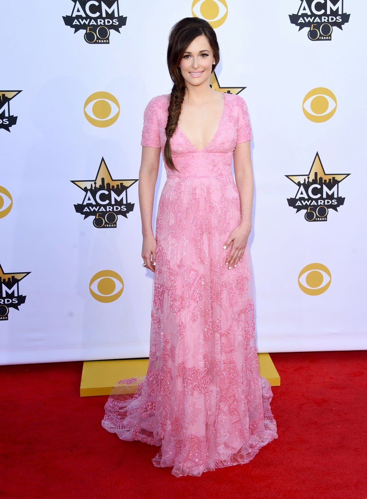Kacey Musgraves is pretty in pink at the 2015 ACM Awards