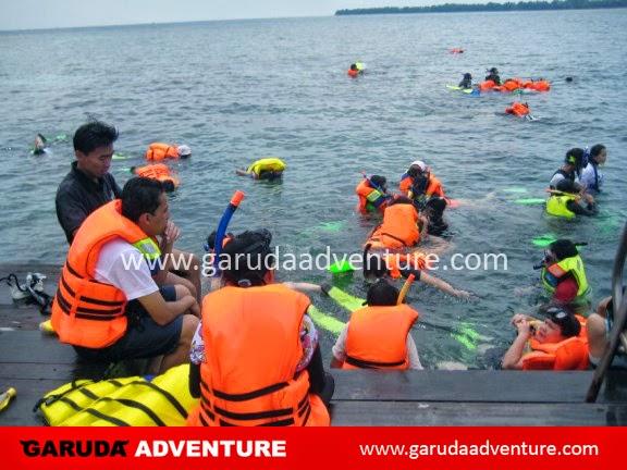 Kegiatan snorkling di PulauPutri