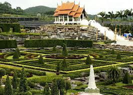 Nong Nooch Tropical Garden strange