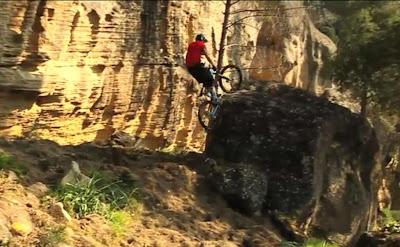 Video de bicicletas de montaña downhill, freeride y trial en España por Chris Akrigg en bicicletas blog