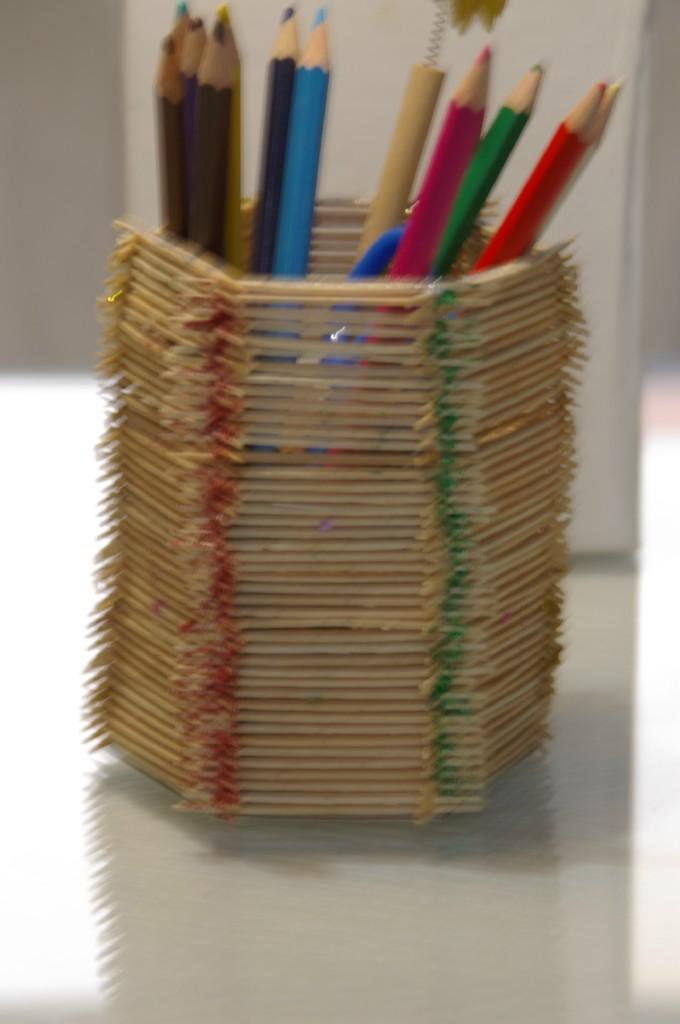 Pintura y artesania manualidades for Manualidades con palillos de dientes