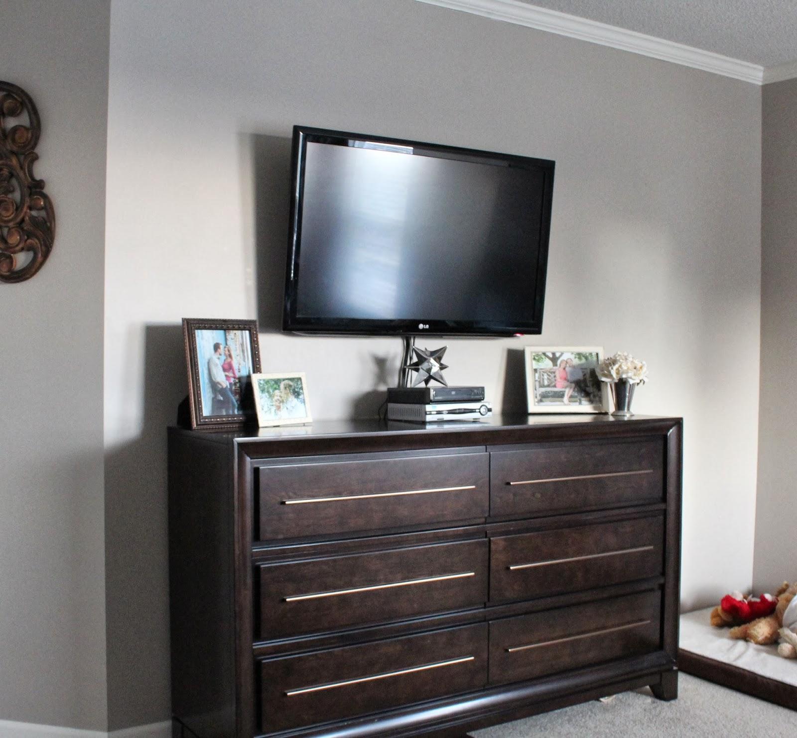 Dresser with tv mount bestdressers 2017 for Bedroom t v dressers