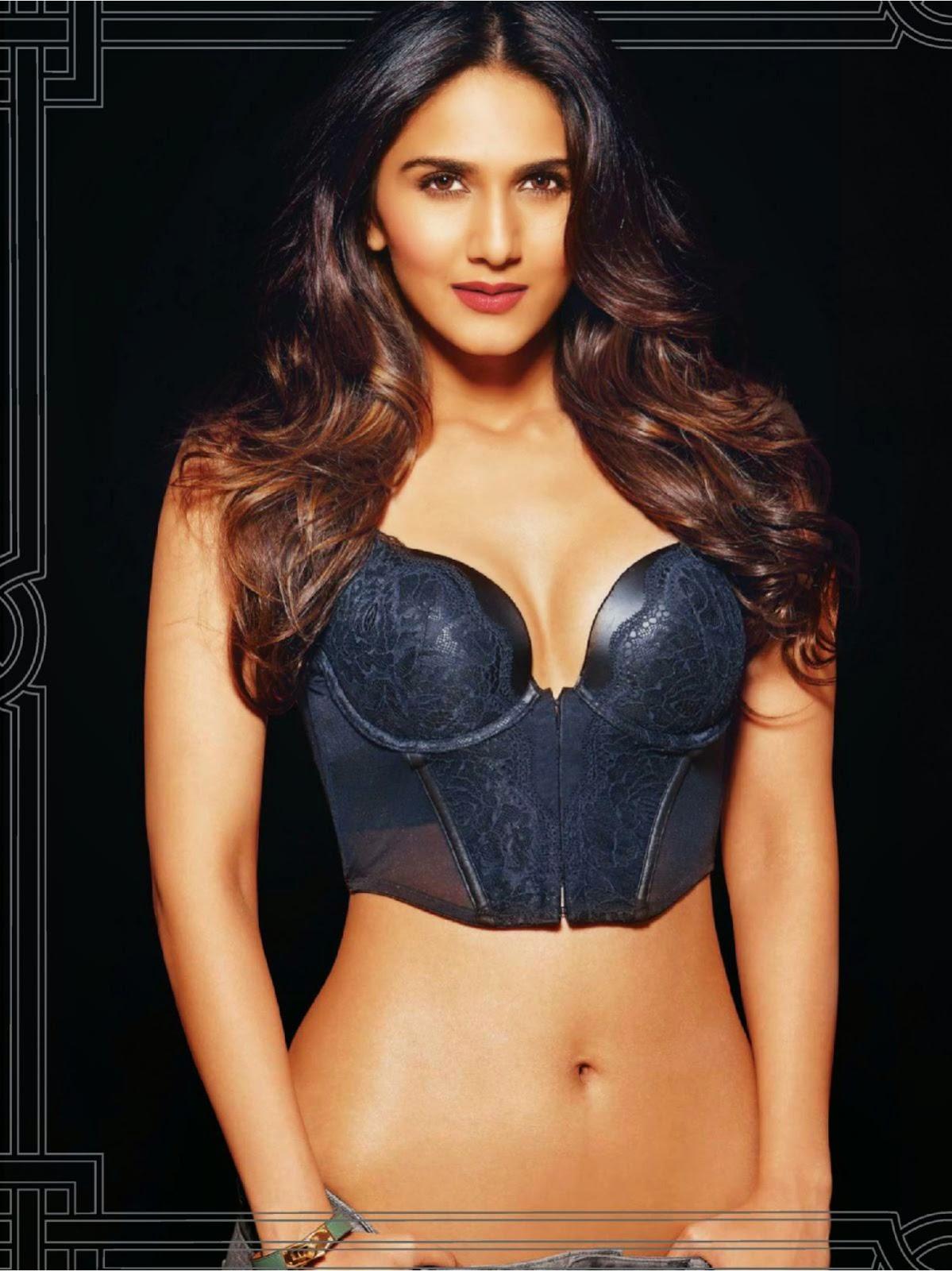 Vaani Kapoor navel and bra