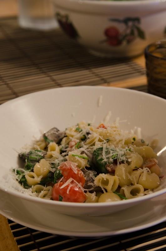 Jupen keittiössä Rucola tomaatti sienipasta, 2 versiota