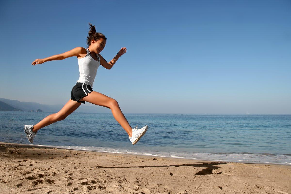http://1.bp.blogspot.com/-3cEDI9nAinE/T6beLg2KCxI/AAAAAAAABSs/LnKyoVxas-4/s1600/Woman-Running-on-Beach.jpg