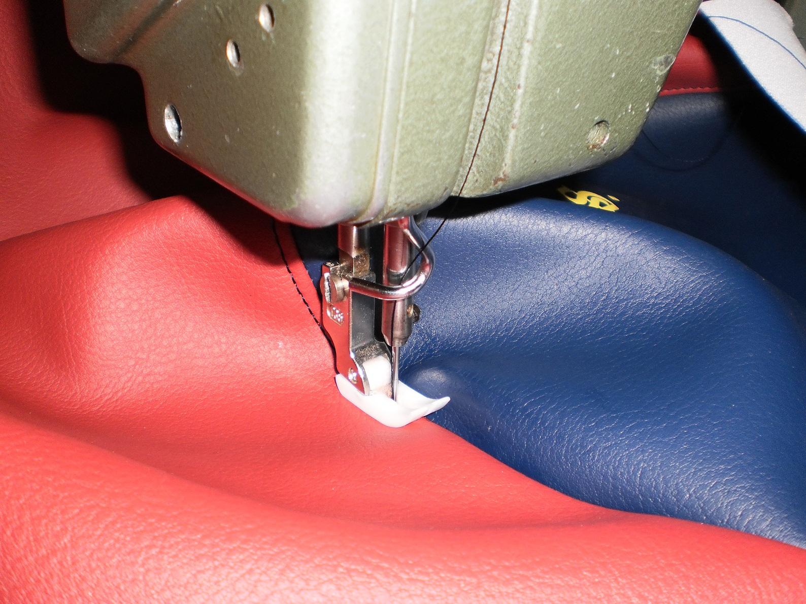 Un asiento de vespa en barcelona tapizar asiento moto en for Tapizar asientos coche barcelona