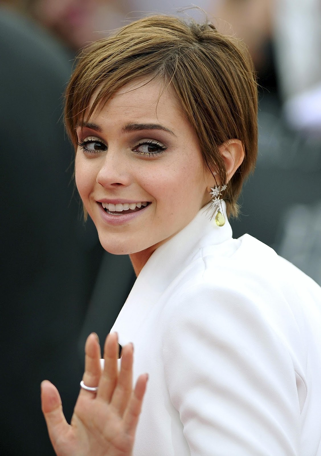 http://1.bp.blogspot.com/-3ckOONkMGCE/UClLZrPNftI/AAAAAAAACww/OpXS3efhhXc/s1600/Emma-Watson-Harry-Potter-and-the-Deathly-Hallows-Part-2-Premiere-in-London-Photos-17.jpg