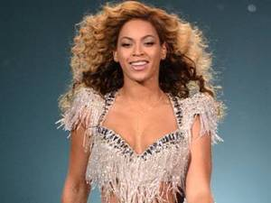 Beyonce New Hairstyles, beyonce long curly hairstyle, long curly hairstyles, long hairstyles, celebrity hairstyles