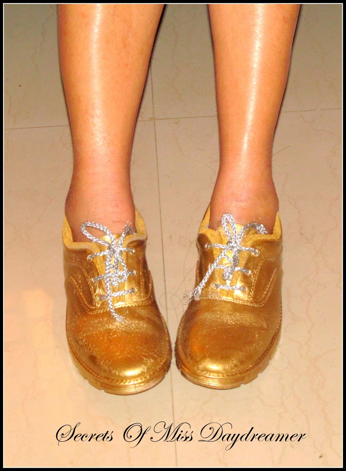 secrets of miss day dreamer diy paint your shoes gold. Black Bedroom Furniture Sets. Home Design Ideas