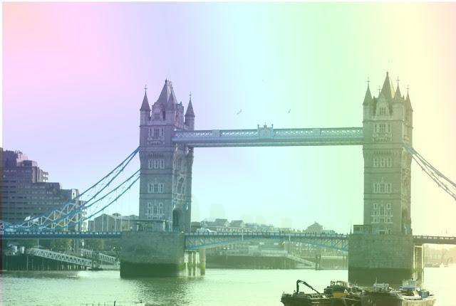 Anya adores LONDON