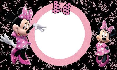 Tarjeta de Minnie en fondo negro con flores en rosa