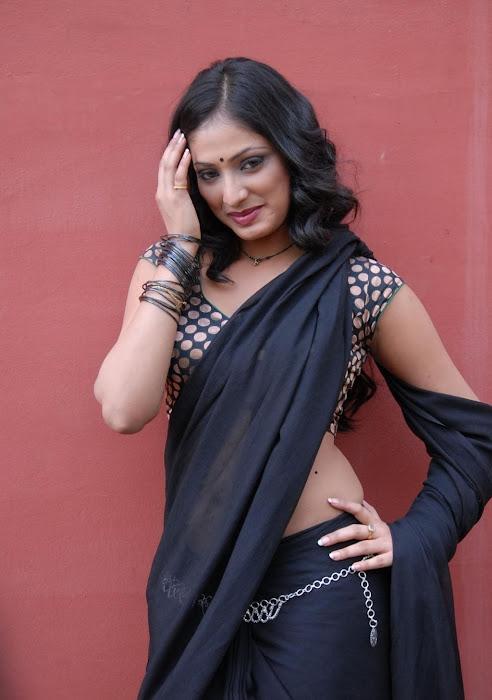 hari priya new saree cute stills