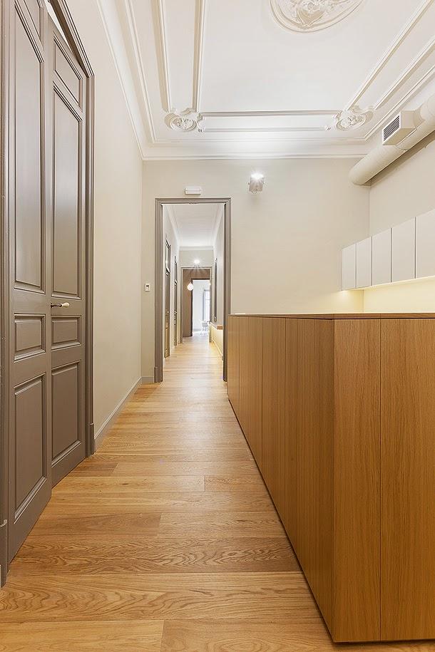 Marzua despacho con esencia modernista por estudi d for Interior 1 arquitectura