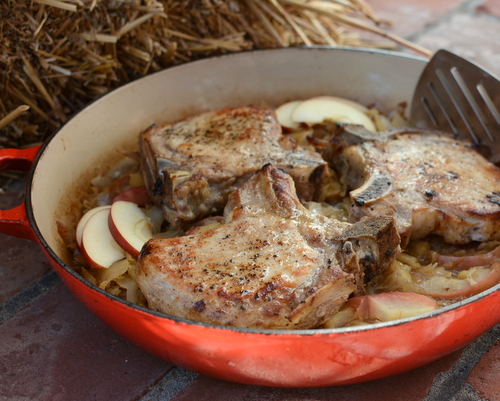 Thick Chops with Sauerkraut & Apples ♥ KitchenParade.com, a country-style skillet, easy enough for a weeknight supper, special enough for Saturday company. One of my very oldest fall recipes.