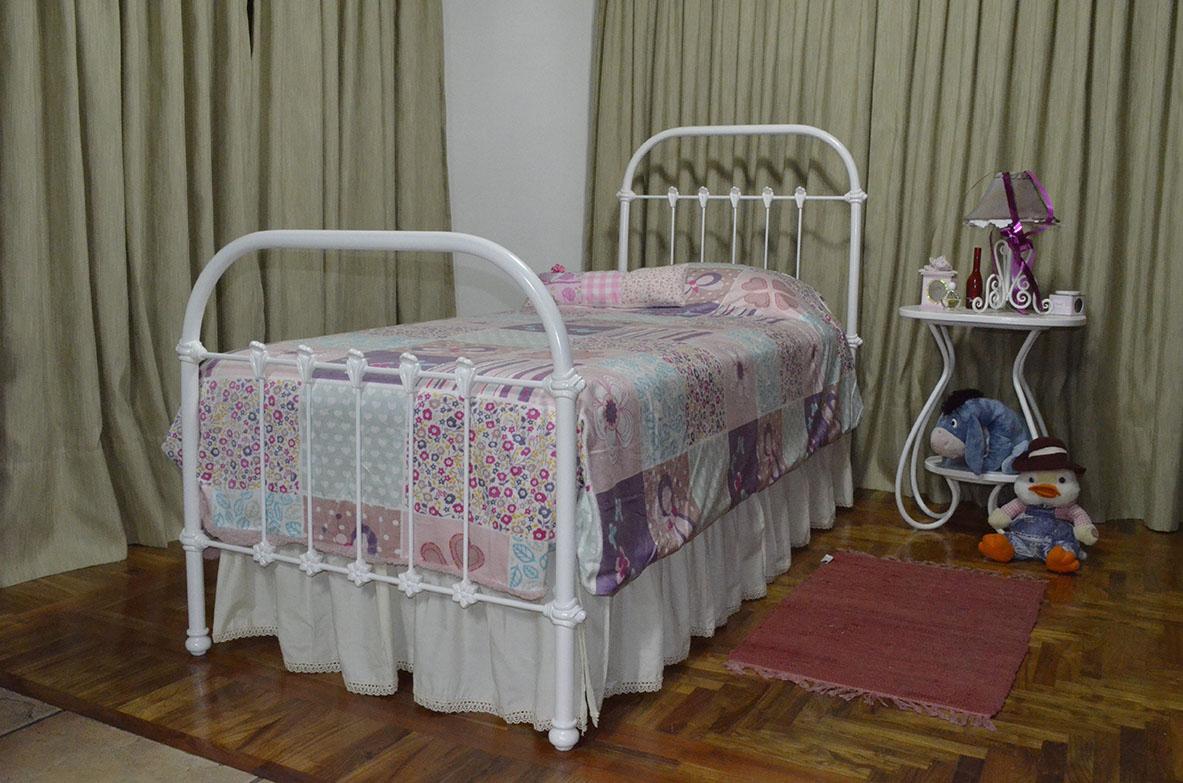 Guayaibi camas respaldos divanes y cunas cama princesa for Cama 6 plazas