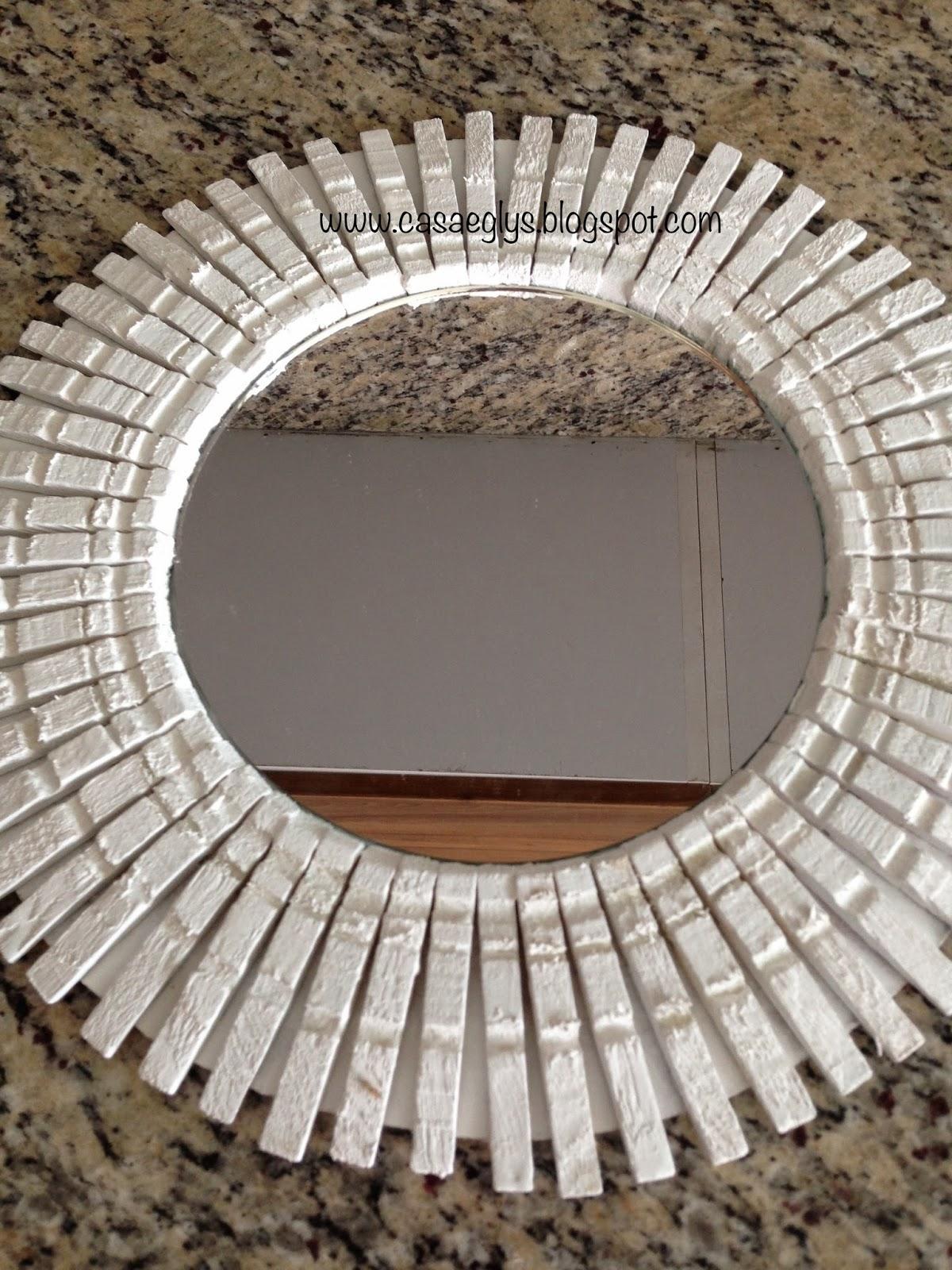 Casa eglys diy corona de pinzas de madera for Espejo que se rompe solo