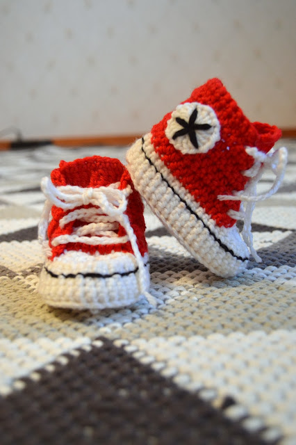 virkatut vauvan converset