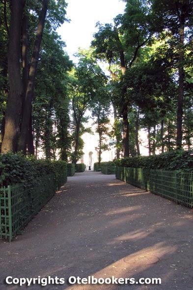 Summer_Garden_in_Saint_Petersburg